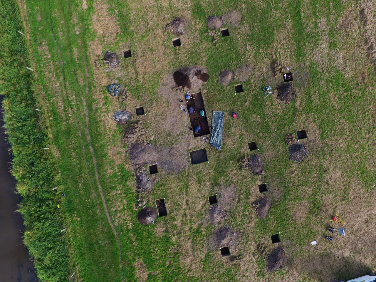 Luftbild der Grabungsschnitte am Fundplatz Hunte im Sommer 2020