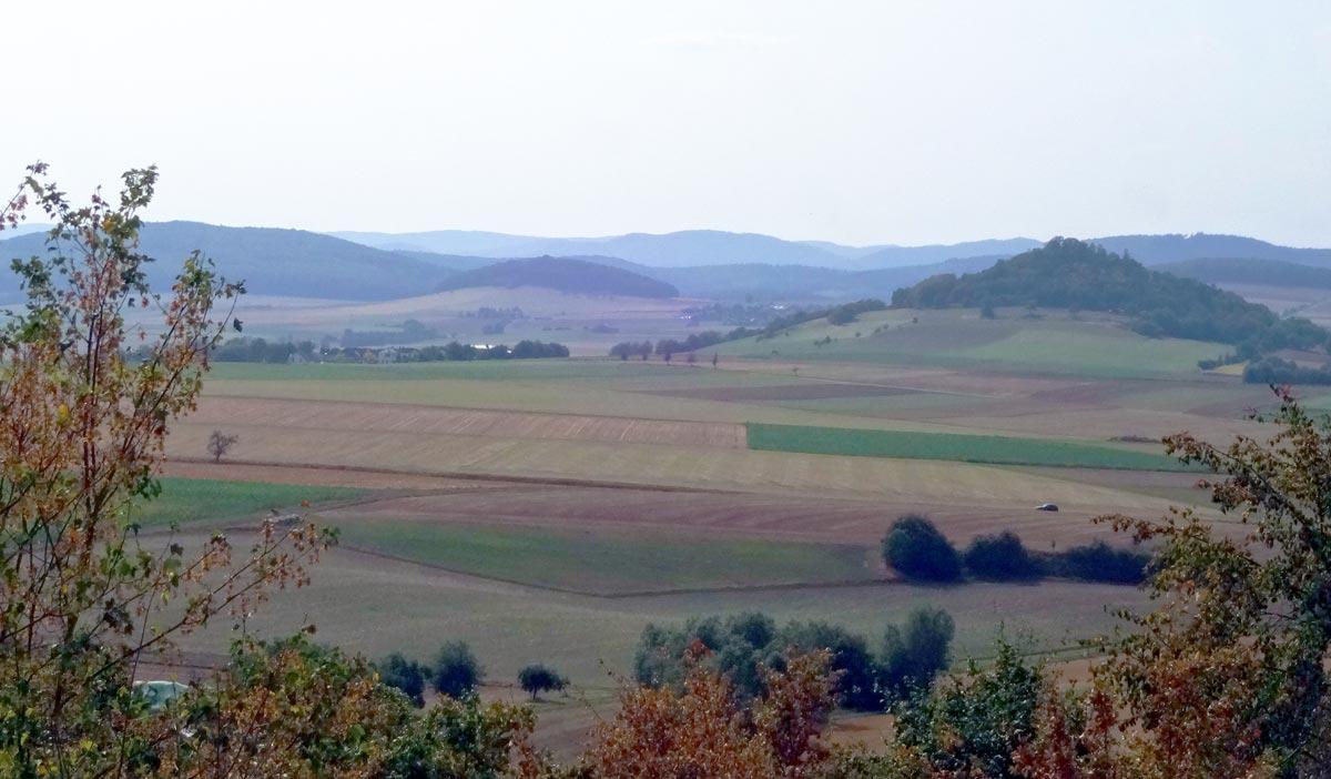 Landschaft mit Basaltkuppen