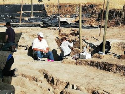 Das palynologische Team bei der Beprobung der stratigraphischen Profile in Perdigões