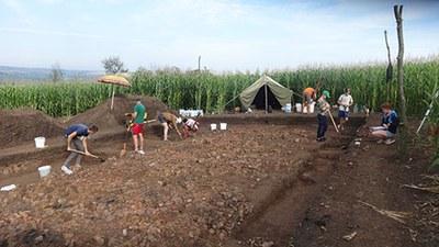 Uncovering a burnt Tripolye house in Bilyi Kamin