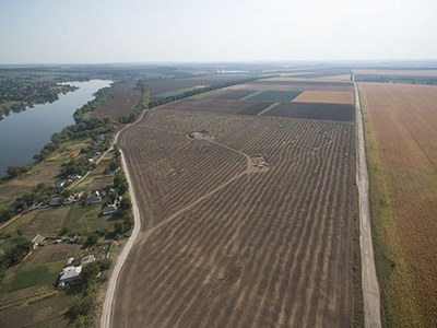 Aerial photograph of the 200 ha large key site Maidanetske with open trenches of the excavation campaign 2016